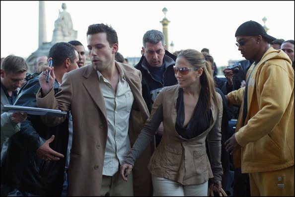 Jennifer Lopez and Ben Affleck shopping in Paris, France on April 08, 2003. | Photo: Getty Images