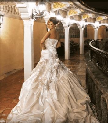 Melania Trumps's wedding dress.| Photo: YouTube/NoCopyrightMusic.