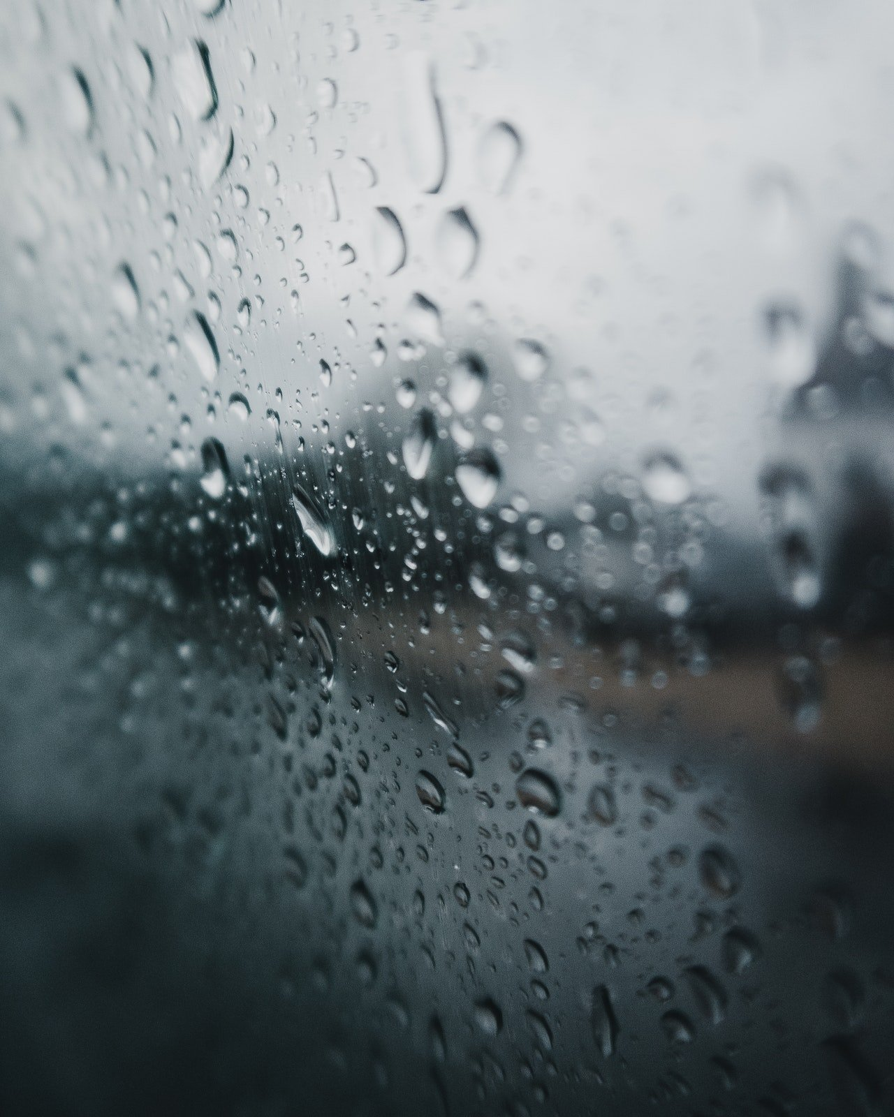 Photo of water droplets on a screen | Photo: Pexels