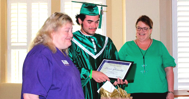Teen Graduated Early in Father's Hospice Room Hours before He Took His Last Breath
