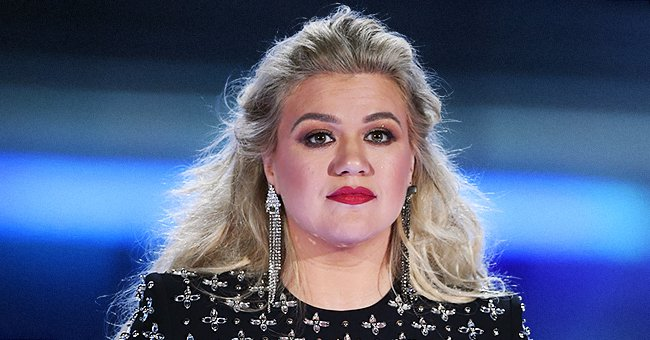 Kelly Clarkson Reportedly Sued by Her Father-in Law's Company 4 Months after Filing for Divorce