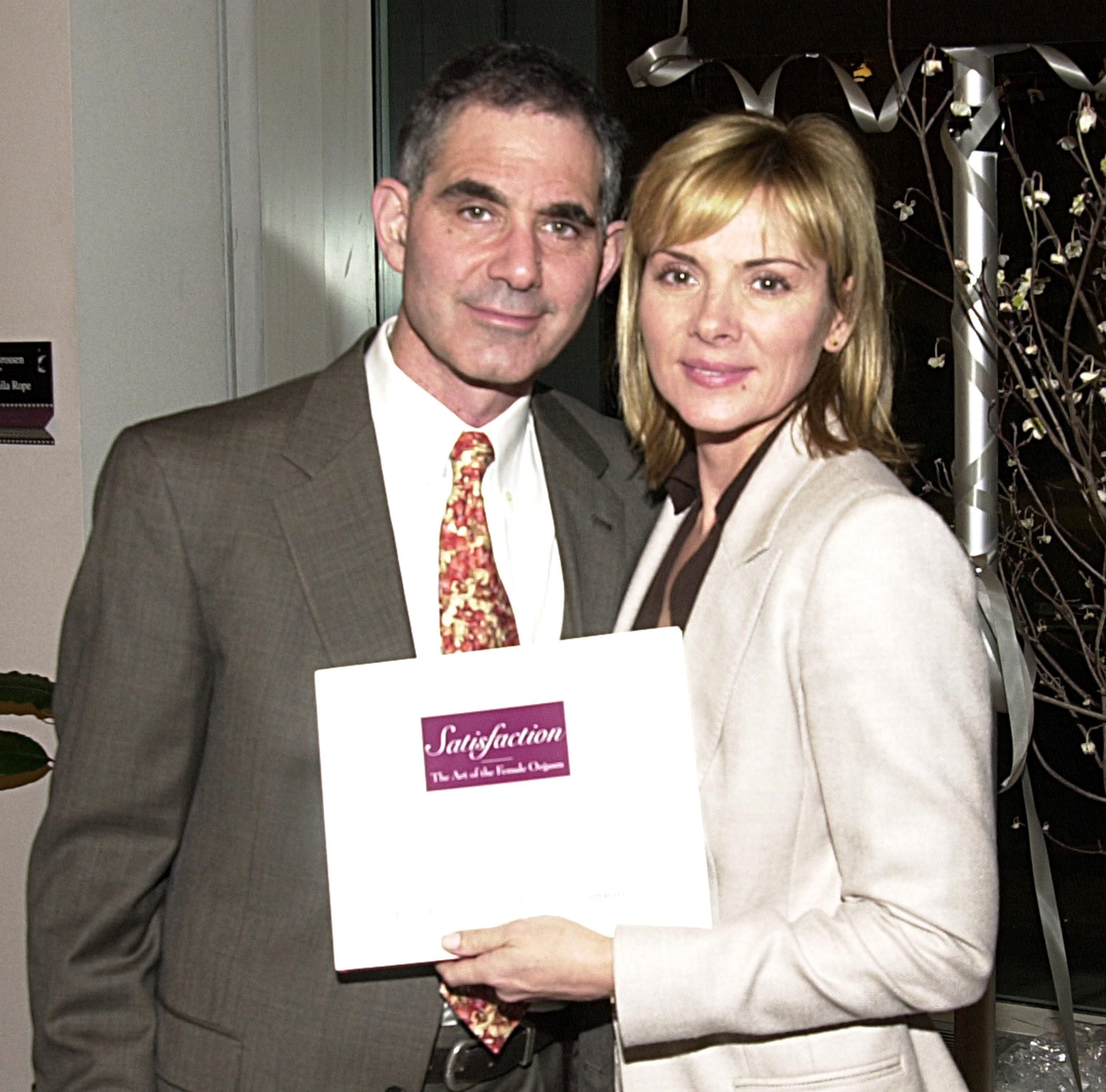 Mark Levinson and Kim Cattrall at a book signing in New York City in 2002 | Source: Getty Images