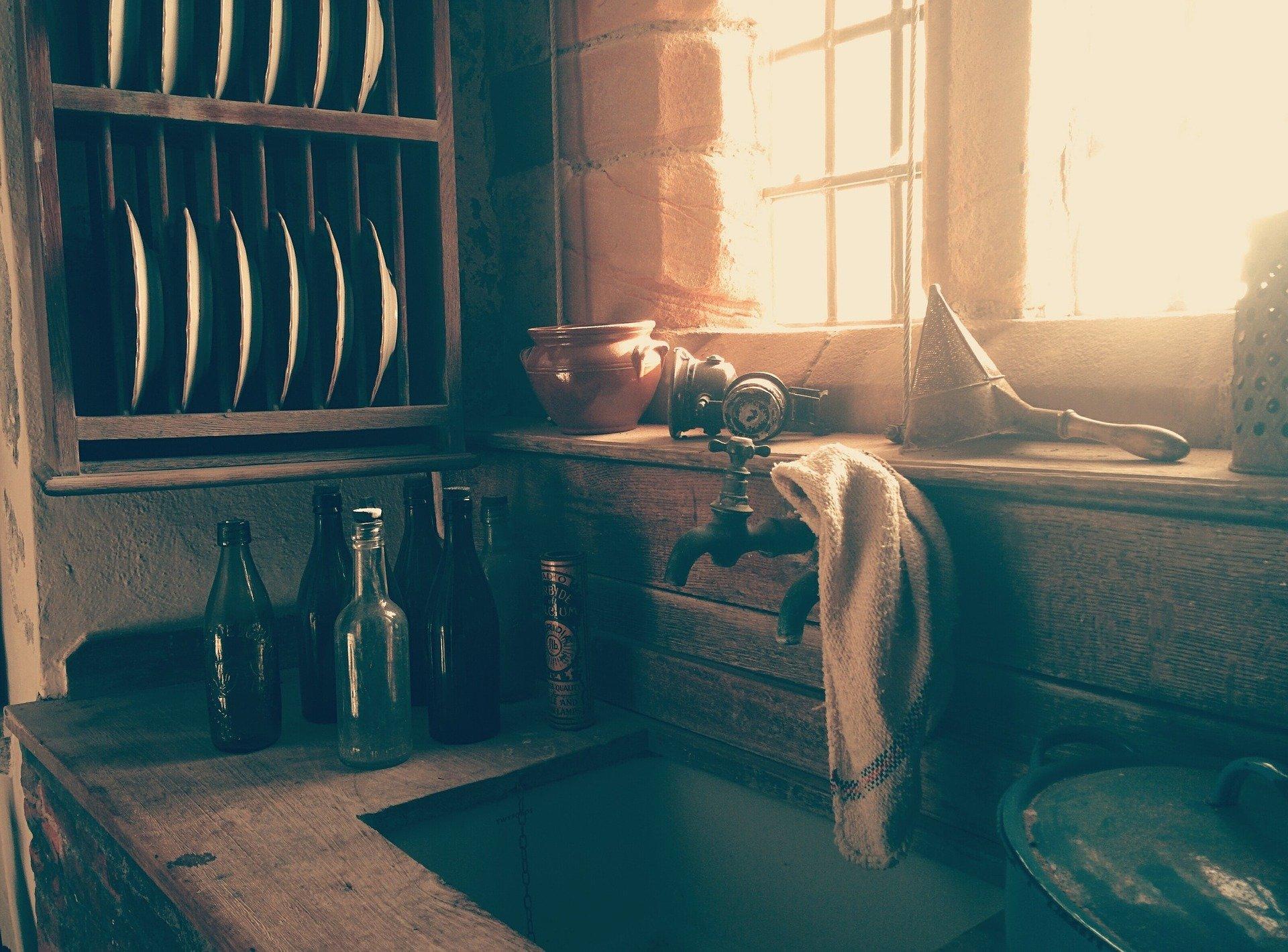 Trapo de cocina en lavaplatos. Fuente: Pixabay