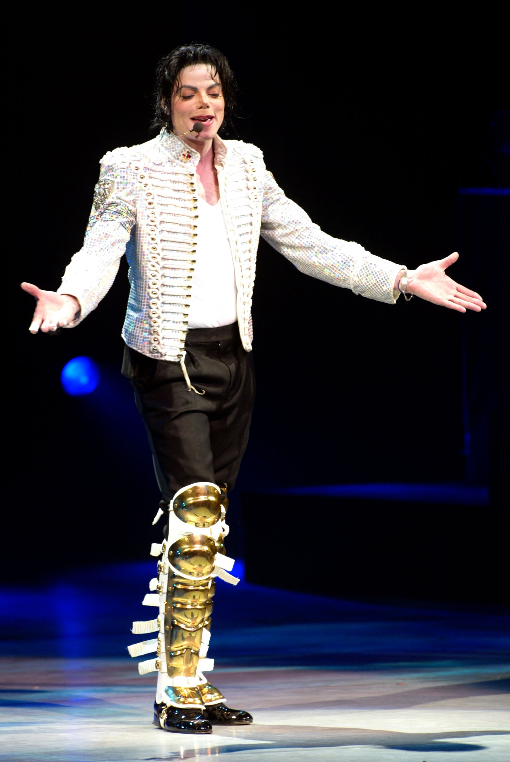 Michael Jackson performing at The Apollo Theater in New York City on April 24, 2002   Photo: Getty Images