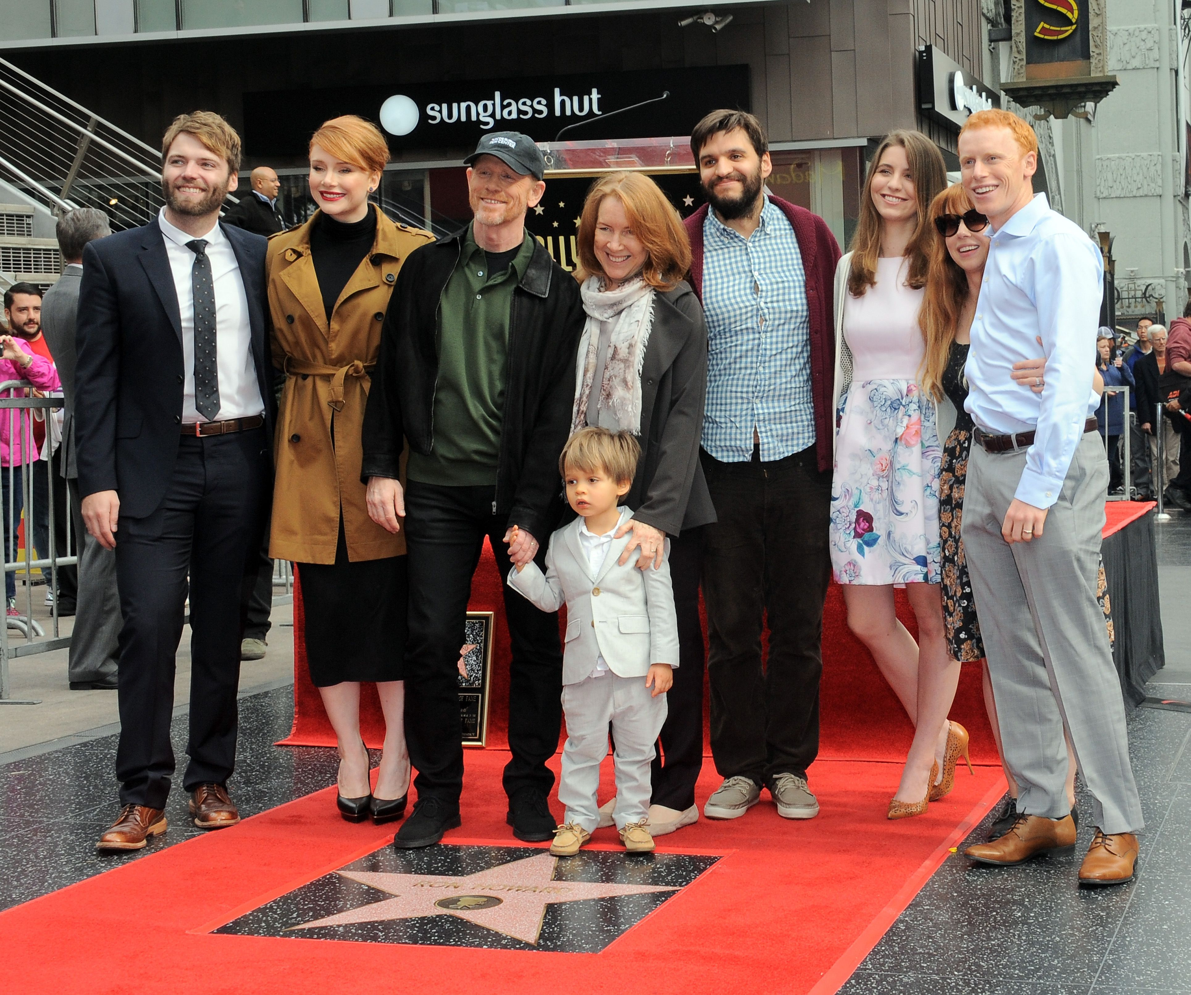 Ron Howard and Cheryl Howard with their family at the Ron Howard Star ceremony on The Hollywood Walk Of Fame held on December 10, 2015 in Hollywood, California. | Photo: Getty Images.