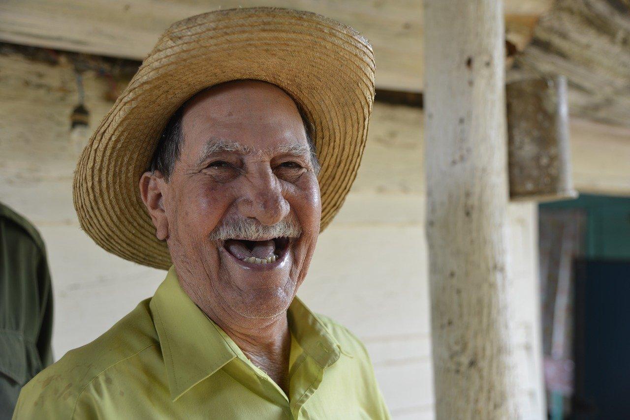 Lachender alter Mann - Quelle: Pixabay