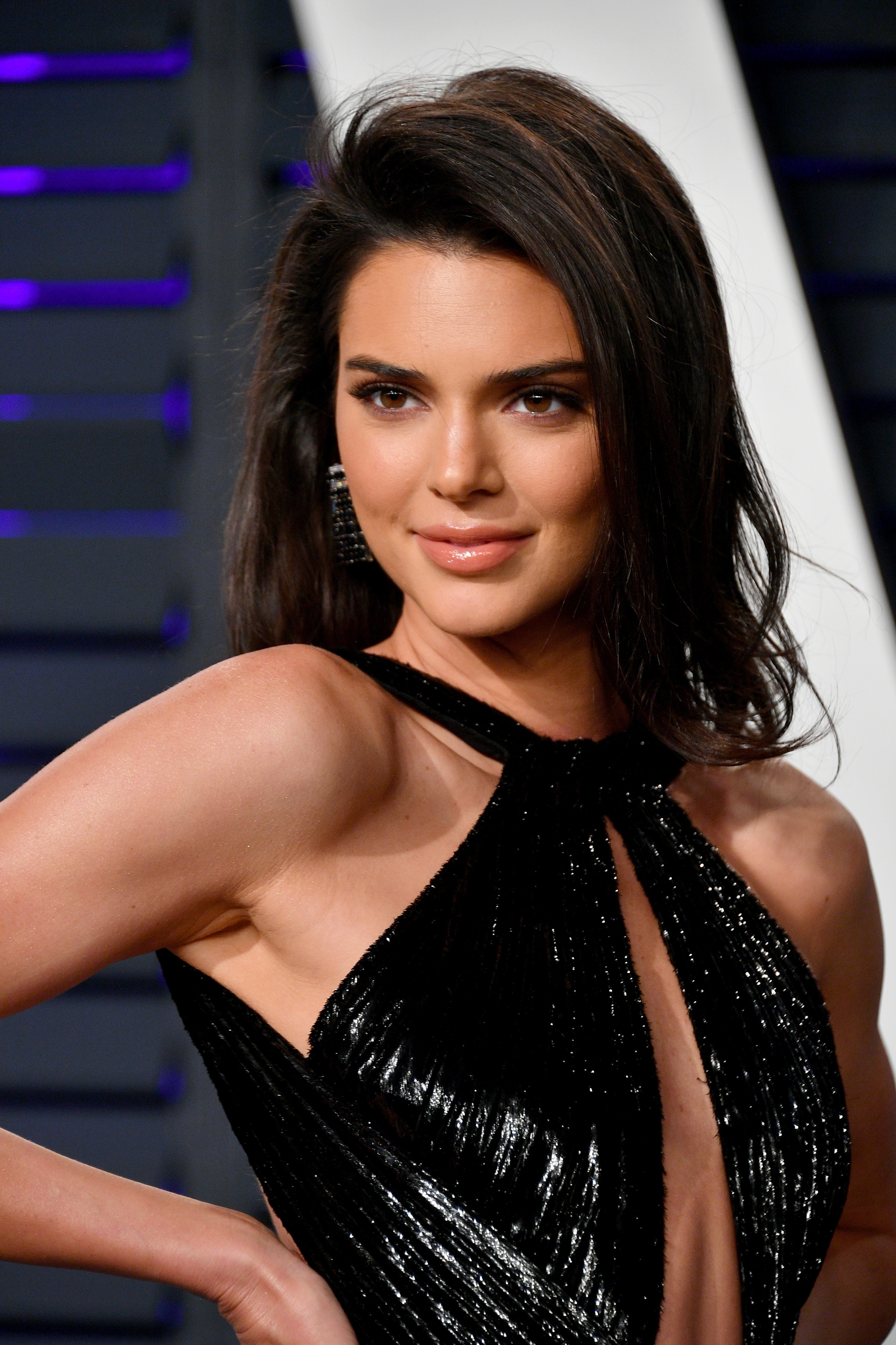 Kendall Jenner posing for the photographers at Vanity Fair's Academy Awards Afterparty | Photo: Getty Images