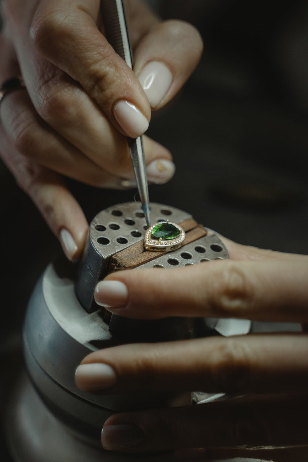 The jeweler said the earrings were valuable | Source: Unsplash