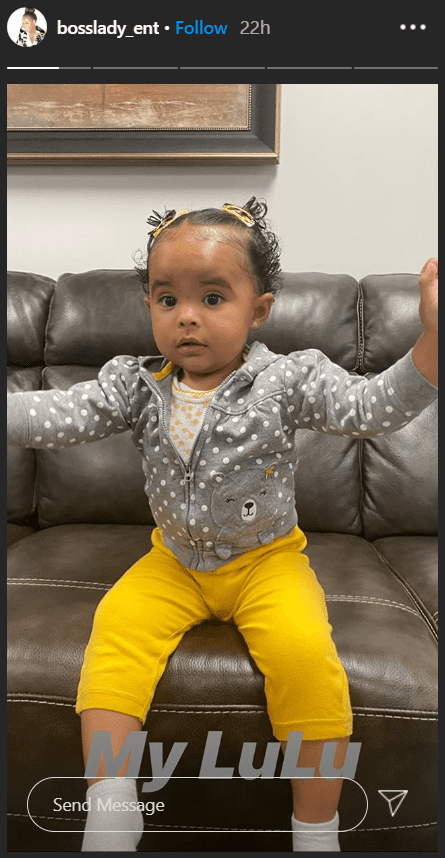 Snoop Dogg's granddaughter Cordoba posing on a couch. | Photo: Instagram/@bosslady_ent