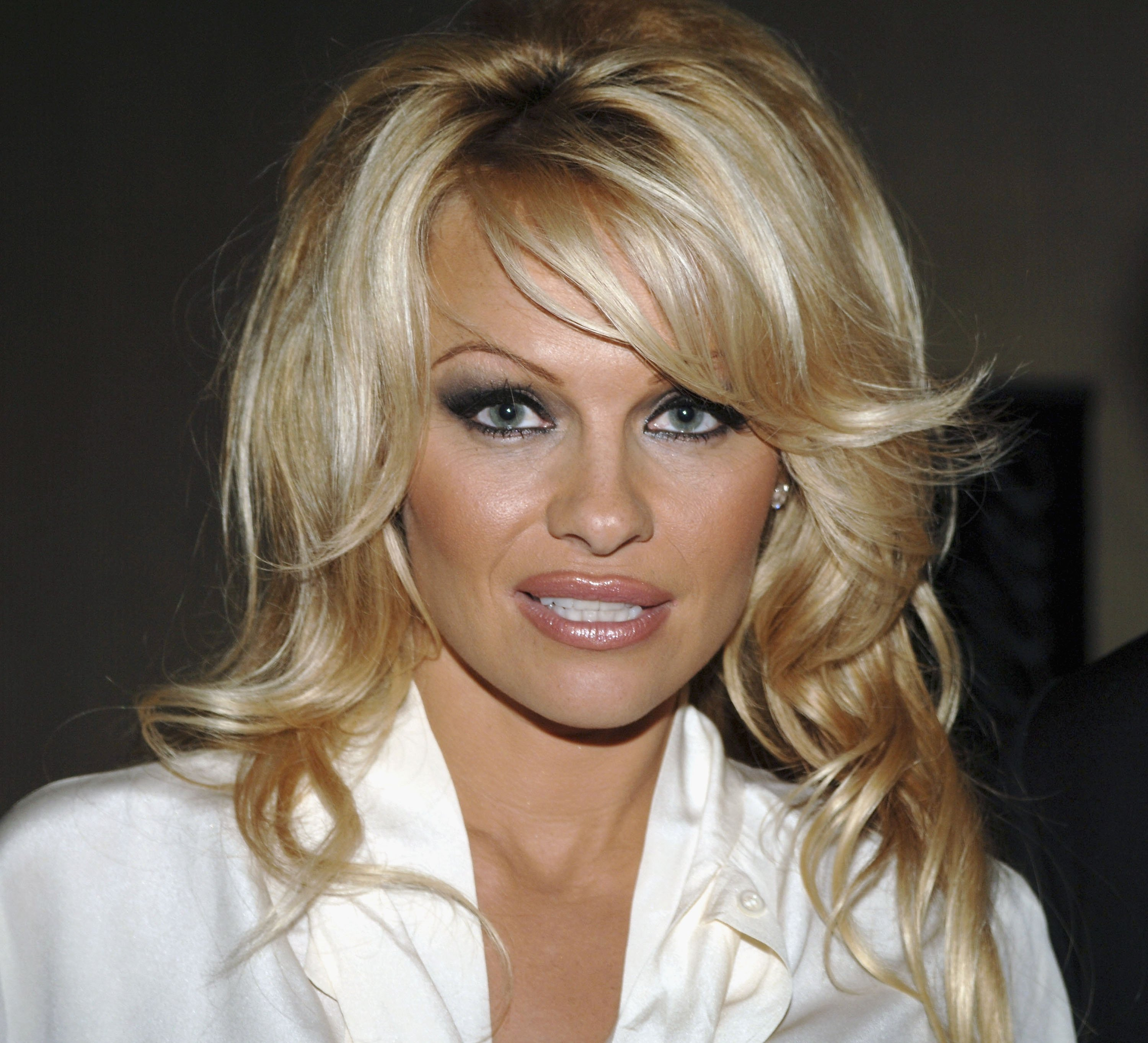 Pamela Anderson attends The Museum of Television & Radio Annual Los Angeles Gala at the Beverly Hilton Hotel on November 7, 2005, in Beverly Hills, California. | Source: Getty Images.