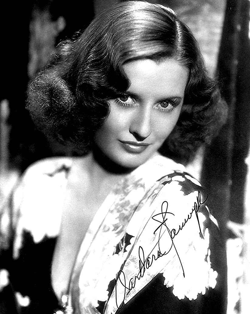 A signed publicity photo of Barbara Stanwyck circa 1930. | Photo: Wikimedia Commons