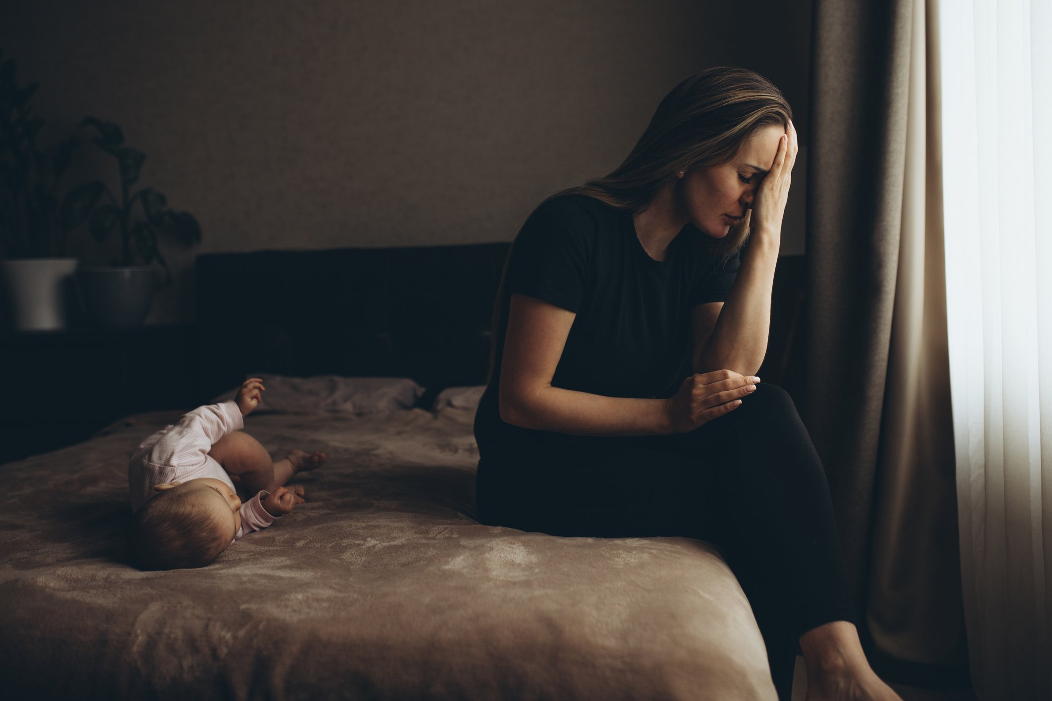 Distressed mother is worried about her baby | Photo: Getty Images
