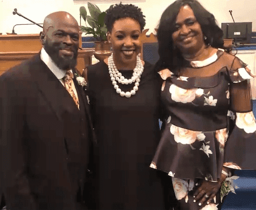 DeLauren McKnight between her mother and father | Photo: Good Morning America