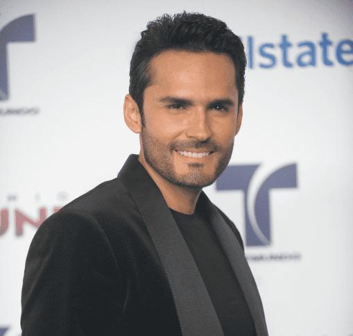 Fabian Rios llega a los Premios Tu Mundo de Telemundo Awards en Fillmore Miami Beach, el 30 de agosto de 2012 en Miami Beach. |Imagen: Getty Images