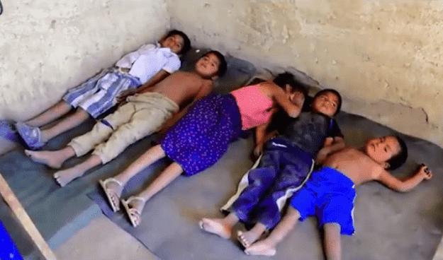 Jennifer's siblings sleep on the floor. | Source: Facebook/despiertasonoralacasadetodos