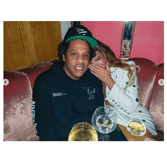 Beyoncé and Jay-Z cuddle in a booth at Michael B. Jordan's party. | Photo: Instagram/beyonce