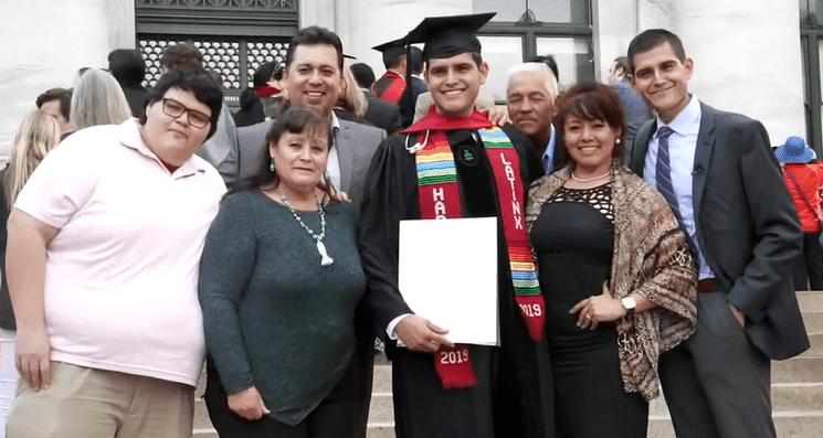 Octavio and Omar Viramontes with their family | Photo: CBS This Morning
