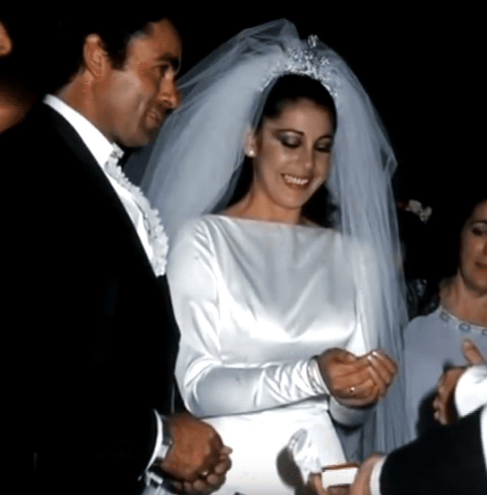 Isabel Pantoja y el torero Francisco Rivera, 'Paquirri', en Sevilla, durante su boda, el 30 de abril de 1983, en Sevilla. | Imagen: YouTube/jose bargues cebria