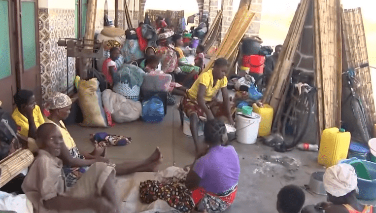 Hundreds of victims of Cyclone Idai at the railway station in Tica, Mozambique | Photo: BBC