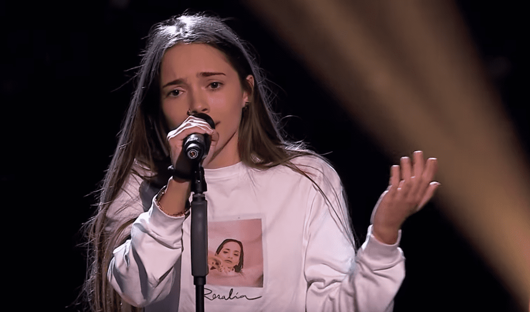 Sara Gálvez interpretando el tema Toda una vida en las audiciones a ciegas en La Voz Kids 2019. | Imagen: YouTube/The Voice Kids Spain