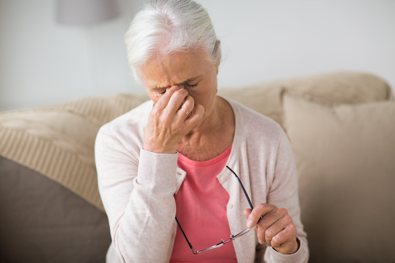 Anciana preocupada. | Imagen: Shutterstock