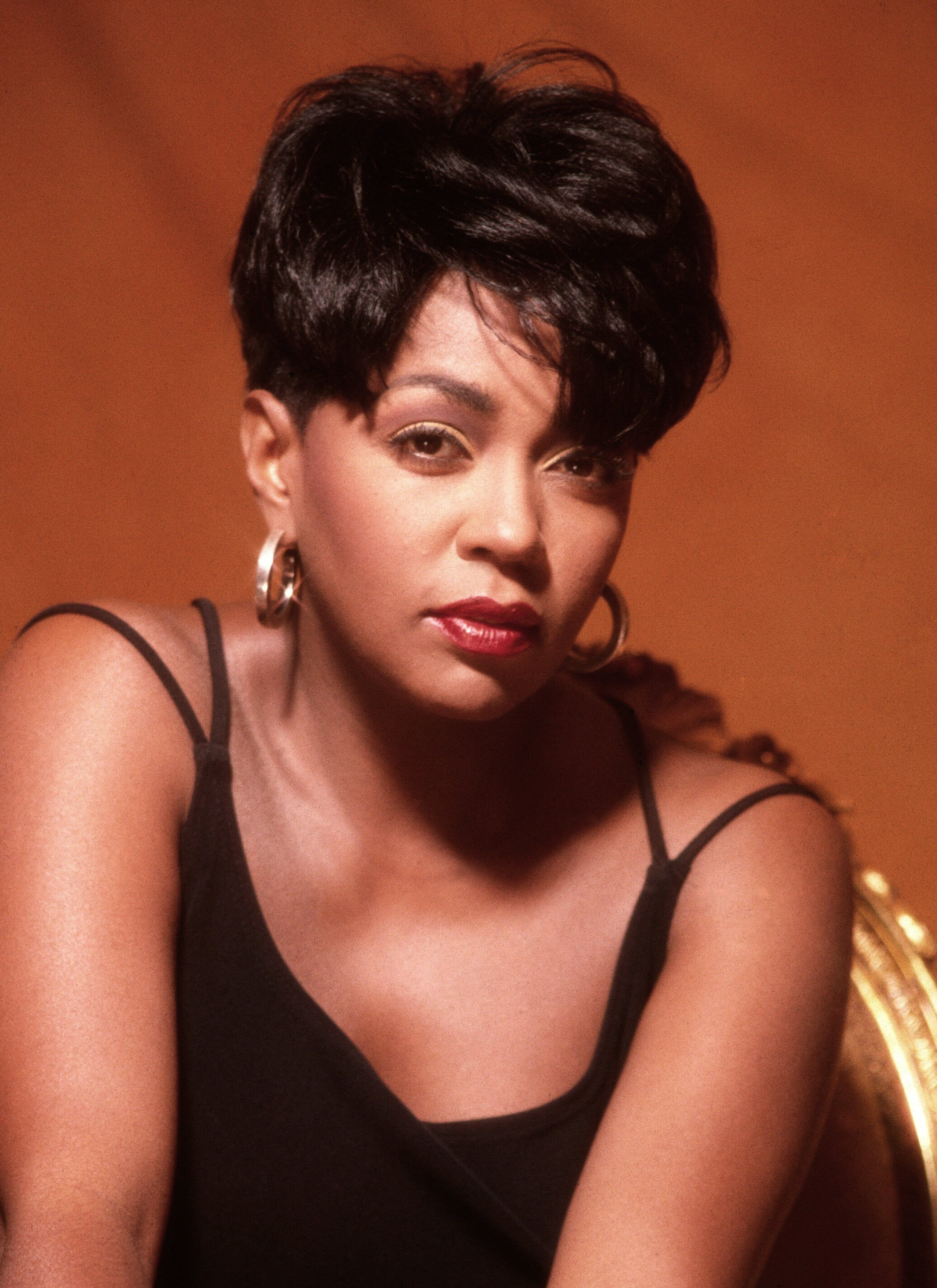 Singer Anita Baker poses for a portrait circa 1995 in Los Angeles, California. | Photo: Getty Images.