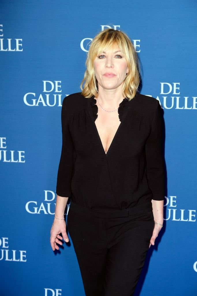 "L'actrice Mathilde Seigner assiste à la première de ""De Gaulle"" à l'UGC Normandie le 24 février 2020 à Paris, France. 