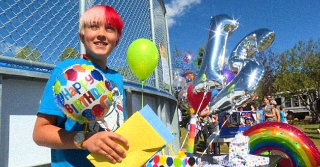 Young boy holds balloons and cards as he celebrates his birthday with strangers who came to a park to honor him after he came out as gay | Photo: Twitter/CBCCalgary