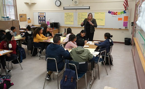 The LAUSD's chief academic officer teaching a group of students at El Sereno Middle School  | Photo: Getty Images