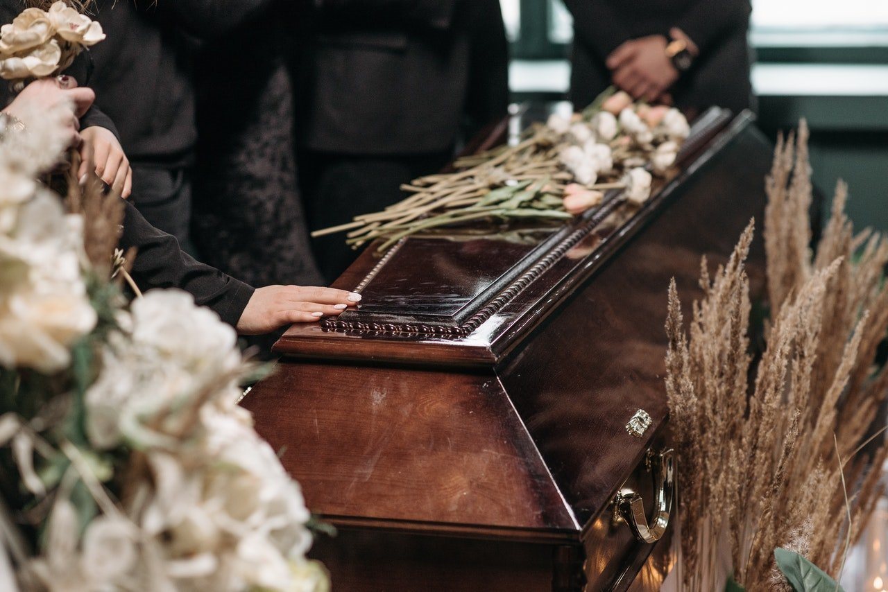 Photo of a coffin during a funeral service | Photo: Pexels