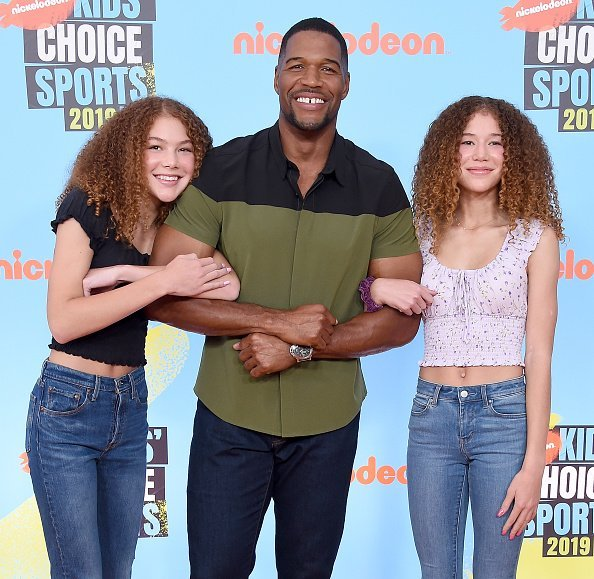 Sophia Strahan, Michael Strahan, and Isabella Strahan at the Nickelodeon Kids' Choice Sports 2019 on July 11, 2019 | Photo: Getty Images