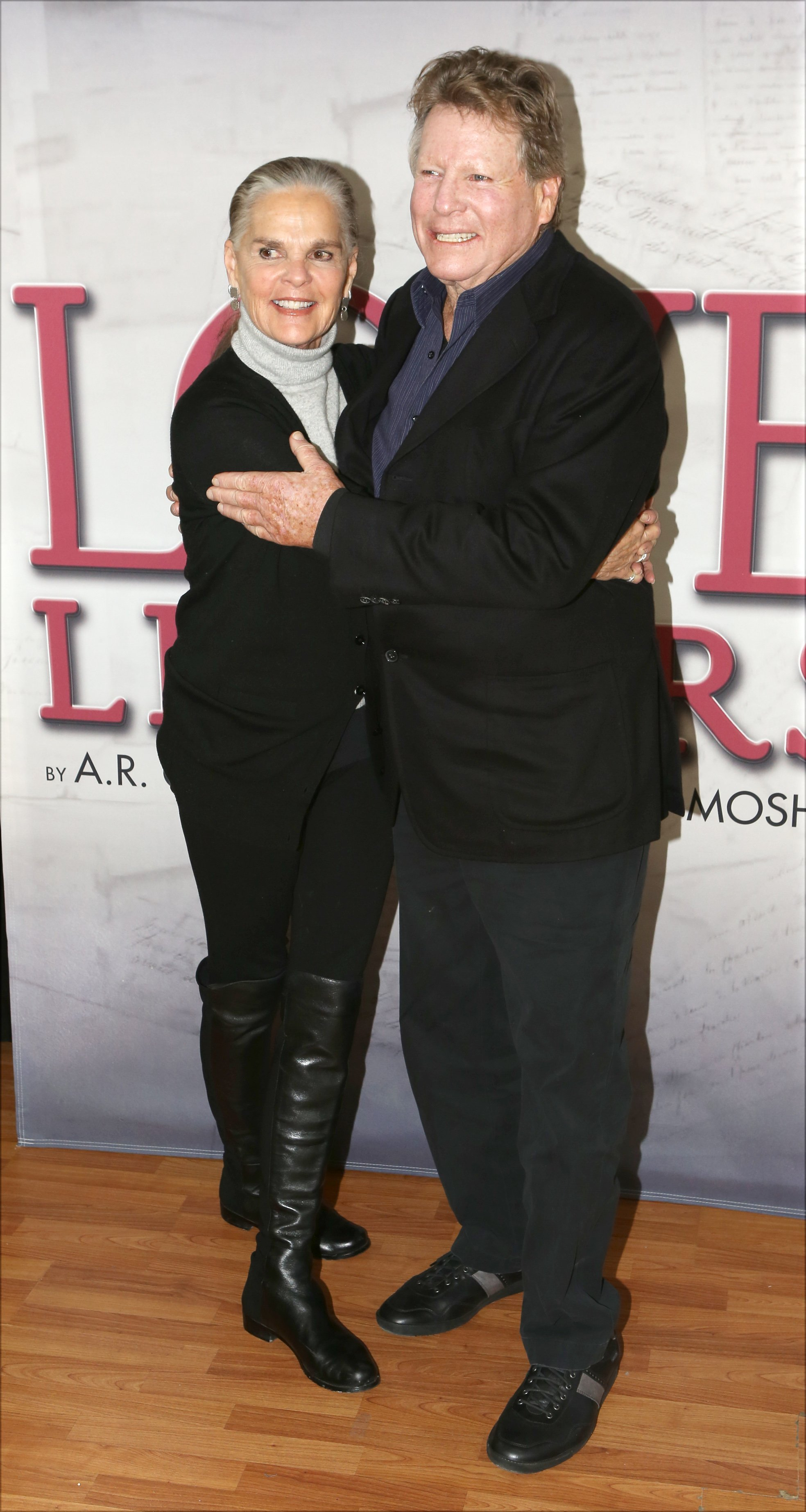 Ali MacGraw and Ryan O'Neal attend a photo call for their upcoming touring production of 'Love Letters' at The Shelter Studios Penthouse on February 24, 2015 in New York City | Photo: Getty Images