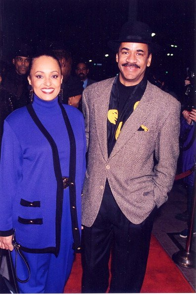 Daphne Reid and Tim Reid during 1995 Movie Premiere in Westwood, California | Photo: Getty Images