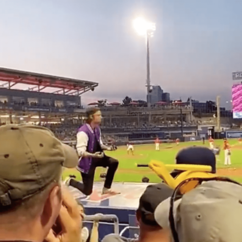 A man is left alone on stage after his partner declined his proposal in front of a packed stadium | Photo: Instagram/wtwmass