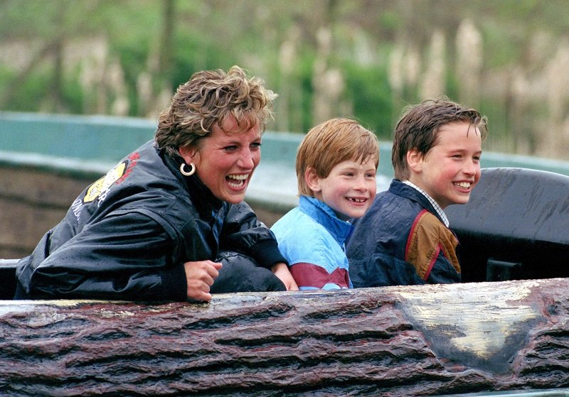 """Princess Diana, Prince William, and Prince Harry at """"Thorpe Park"""" amusement park on April 13, 1993   Photo: Getty Images"""