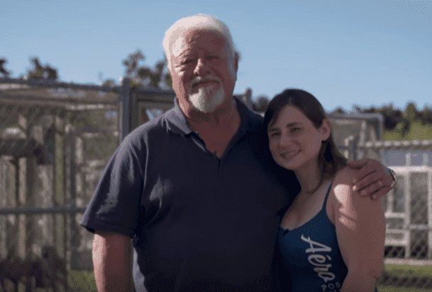 Stacey Crutchfield and her 70-year-old husband, Tom. | Photo: YouTube/ Barcroft TV.