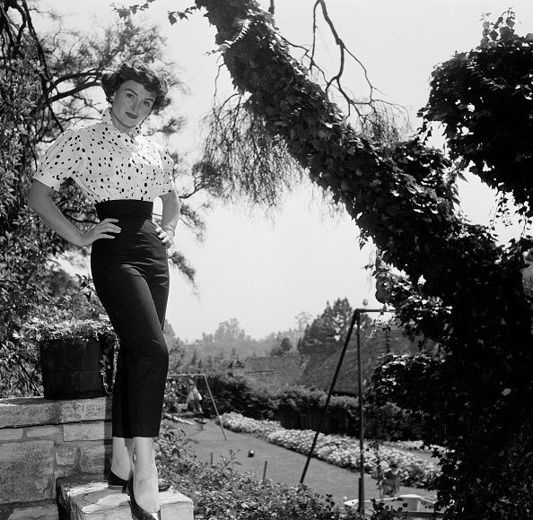 Actress Donna Reed poses at home in Los Angeles,CA | Photo: Getty Images