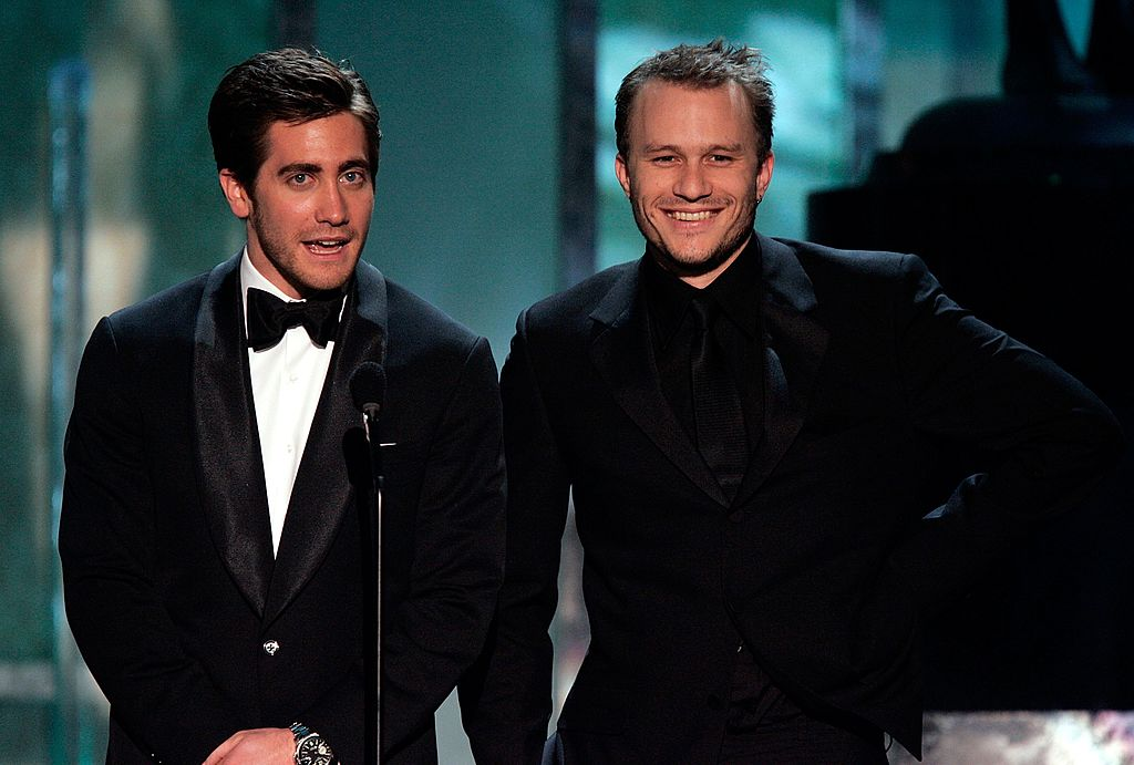 Jake Gyllenhaal and Heath Ledger speak onstage during the 12th Annual Screen Actors Guild Awards held at the Shrine Auditorium on January 29, 2006 | Photo: Getty Images