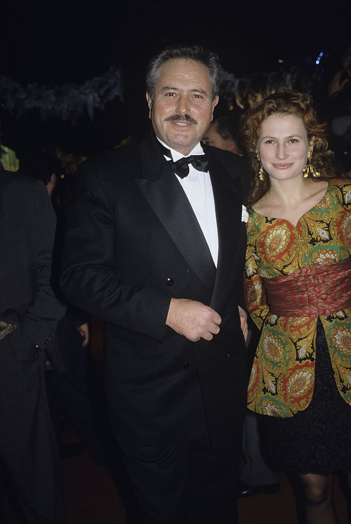 Victor LANOUX en smoking et sa fille l'actrice Stéphanie LANOUX. | Photo : Getty Images