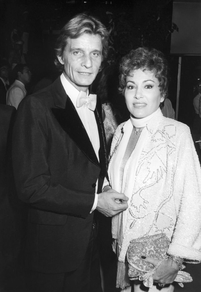La chanteuse Rika Zaraï et son époux Jean-Pierre Magnier le 26 novembre 1982 lors d'un gala à Paris, France. | Photo : Getty Images
