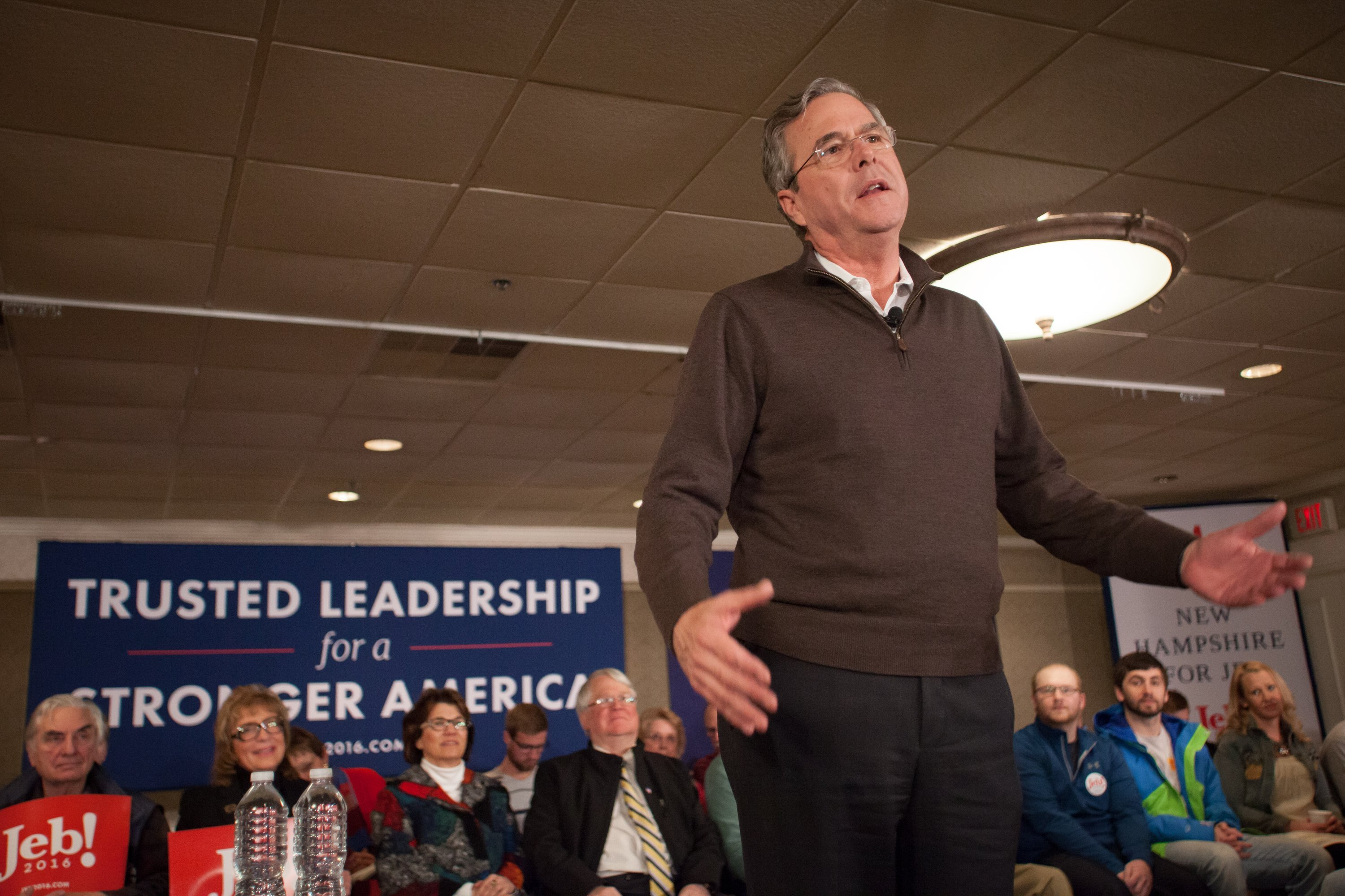 Republican presidential candidate Jeb Bush delivering a speech at the Margate Resort in Laconia, New Hampshire, in 2016 | Photo: Getty Images