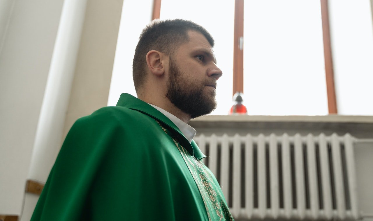 The young priest vowed to become a Pope   Photo: Pexels