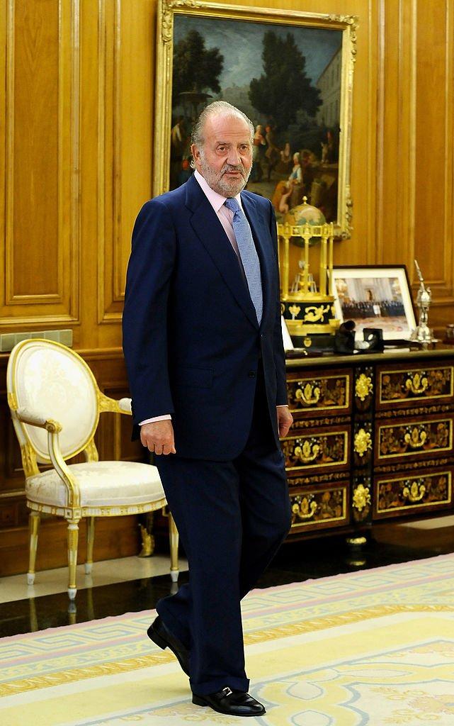 El rey Juan Carlos de España mirando el Palacio de la Zarzuela el 2 de septiembre de 2009 en Madrid, España. | Imagen: Getty Images