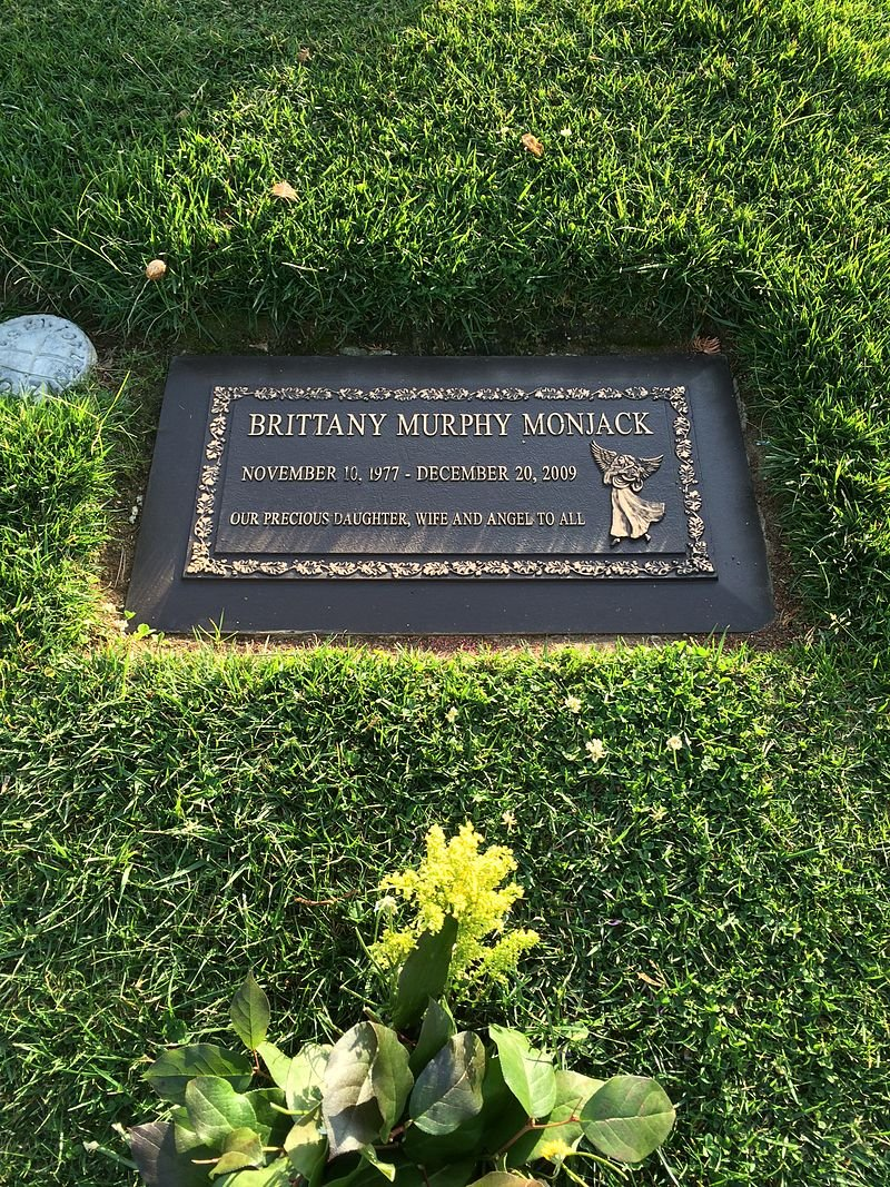 Brittany Murphy's grave at the Forest Lawn Hollywood Hills cemetery | Source: Wikimedia