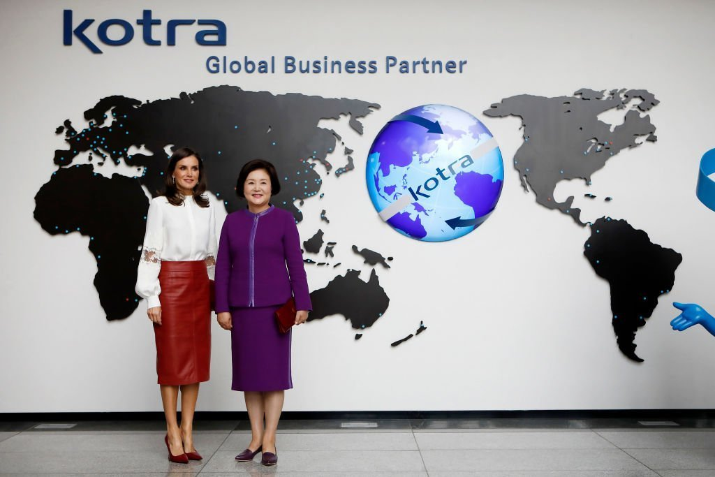Queen Letizia of Spain and First Lady of the Republic of Korea Kim Jung-sook pose at KOTRA, on October 24, 2019 | Photo: GettyImages