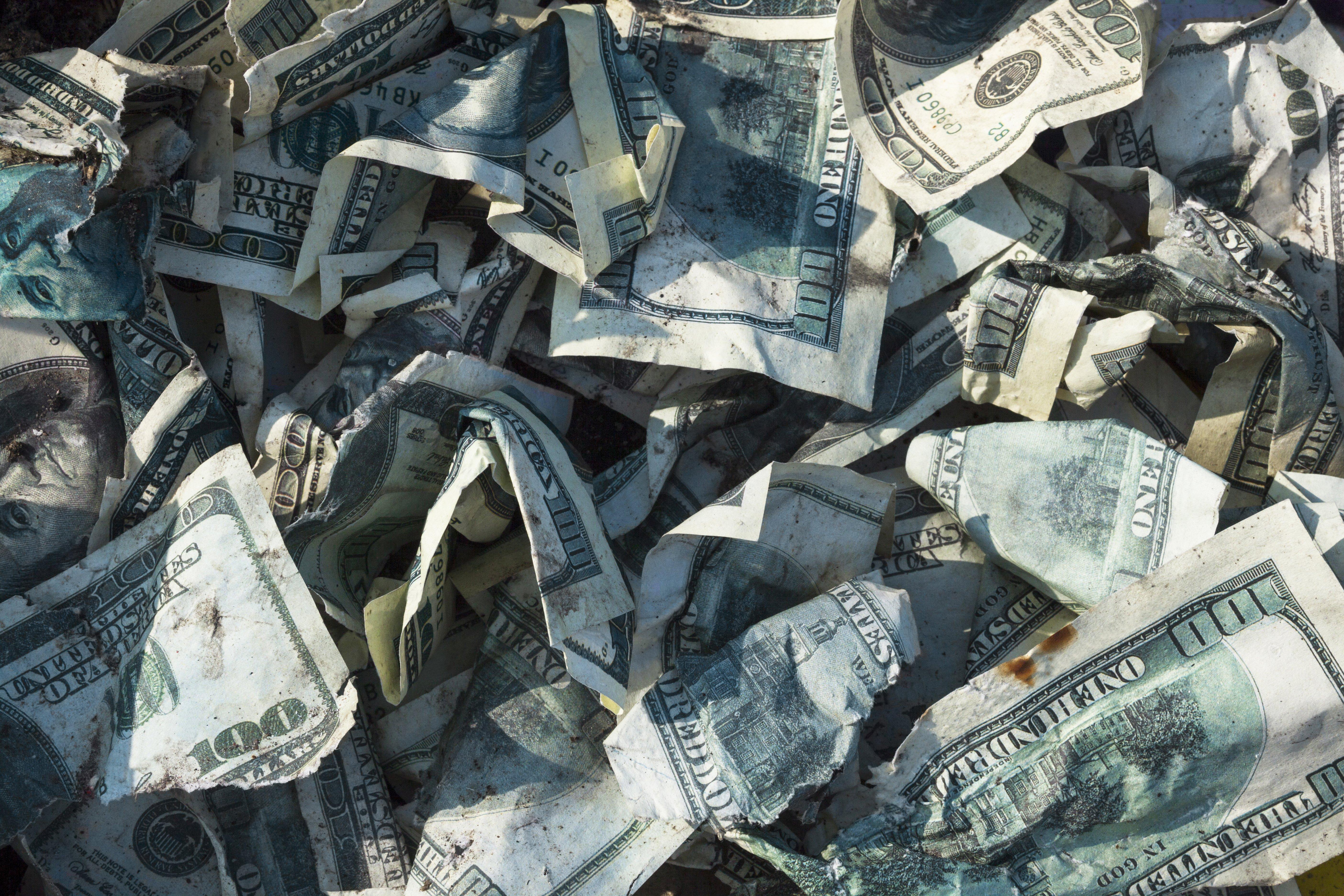 Bunch of crumpled up bills | Photo: Shutterstock
