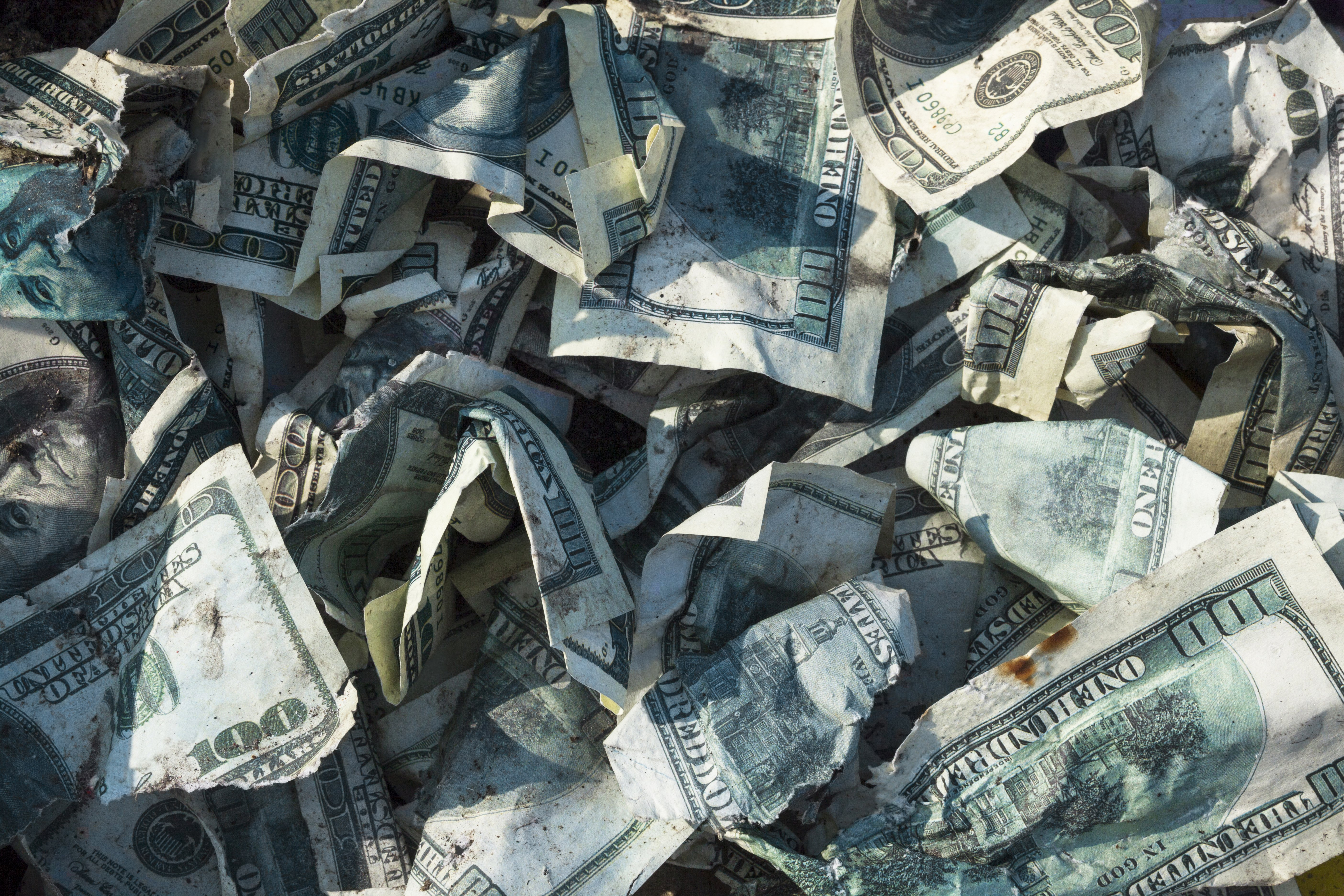 Bunch of crumpled up bills | Photo: Shutterstock