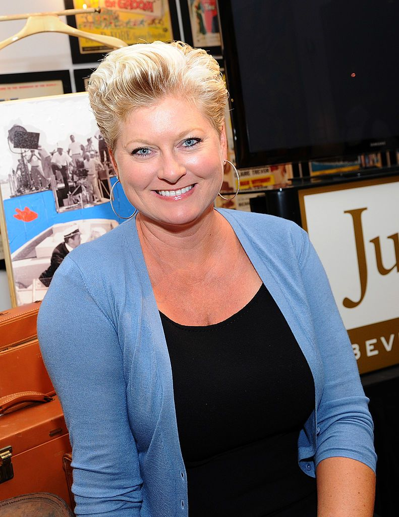 Jill Curtis poses at the press preview of the late Tony Curtis' art, antiques, entertainment memorabilia at Julien's Auctions Gallery on August 30, 2011   Photo: Getty Images