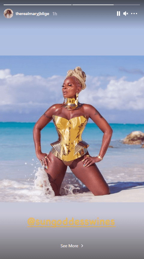 Mary J Blige shares photo from a glamorous photo shoot with her fans on Instagram   Photo: Instagram/threalmaryjblige