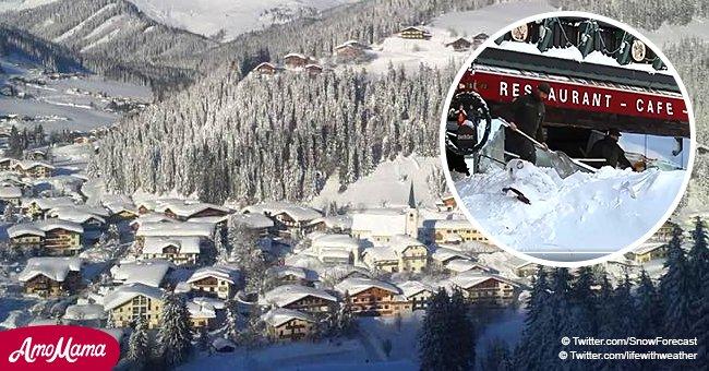 Une avalanche dans les Alpes s'effondre sur l'hôtel, le remplissant de neige, alors qu'il y avait 60 personnes